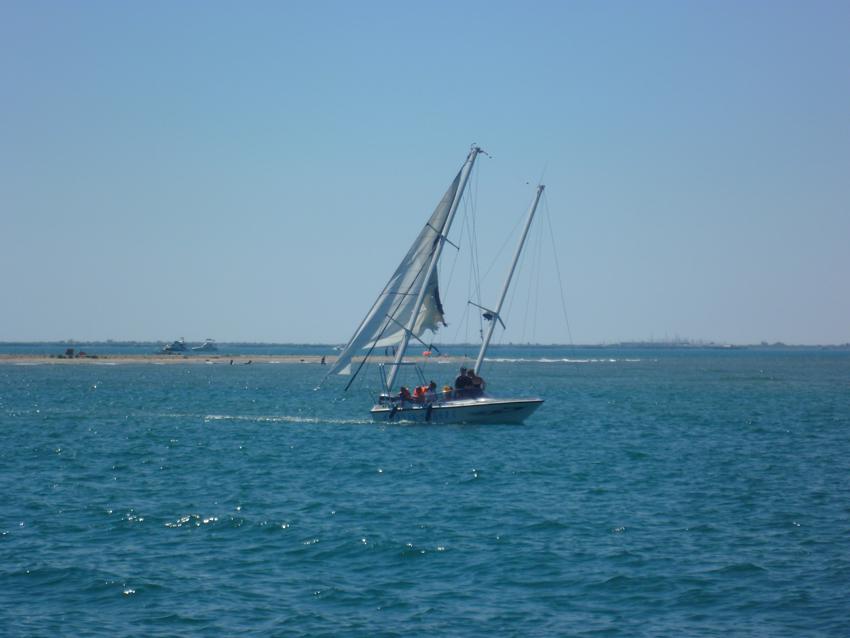 Port Saint Louis sunk boat